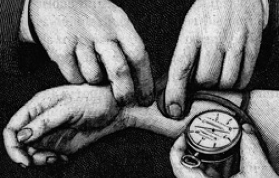 A pair of hands taking a pulse and bloodpressure on a patient's wrist