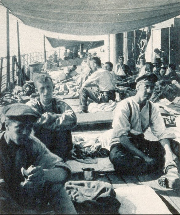Soldiers on the deck of a hospital ship in WW1