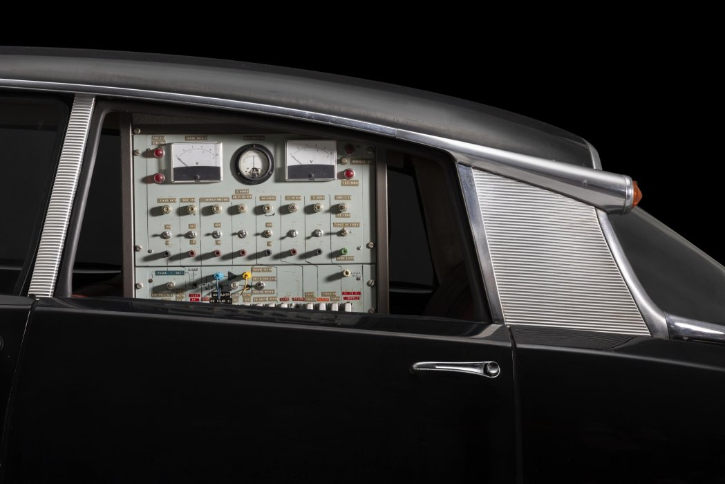 Detail: Citroën type DS19 automatically guided motor car, 1960