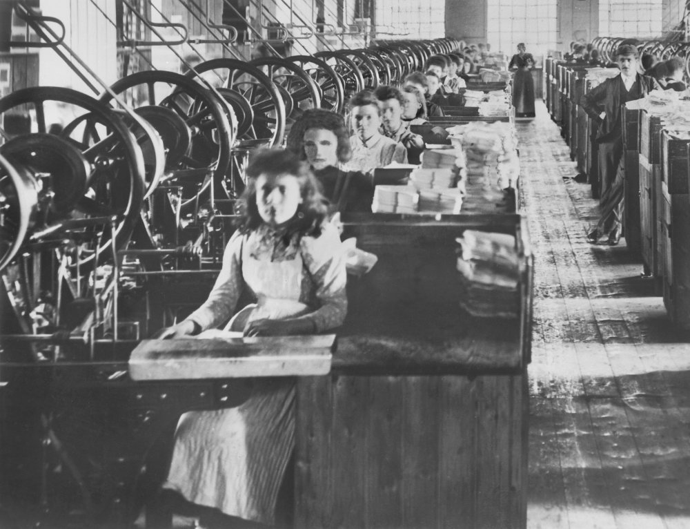 Mill girls at work, about 1904.